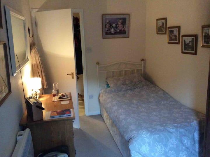 Single Room Available in Regency Park, Cheltenham