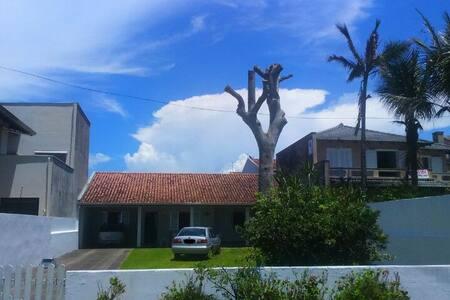 Casa aconchegante frente ao mar em Guaratuba