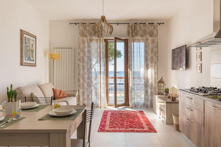 Appartamento Diamante fronte mare con posto auto