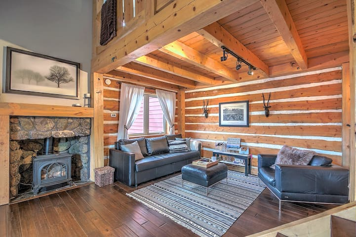 Cozy 'cabin' near skiing/hiking/lake