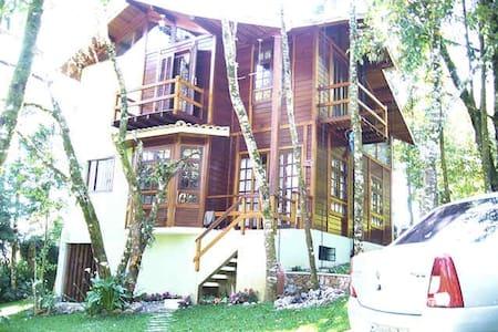 Casa mista charmosa 3 dormit. (400 m do centro) - Monte Verde - Cabin