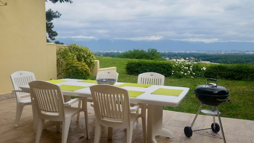 Spacious Villa 10 mins from Geneva