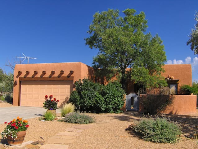 High Desert...private, open, bright, bed and bath.