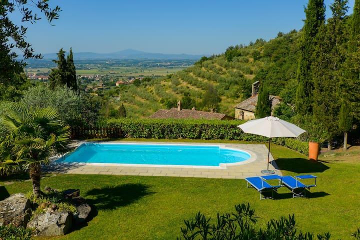 villa con piscina e  panorama mozzafiato - Cortona