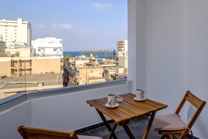 Lazuli City Seaview Apartment 401