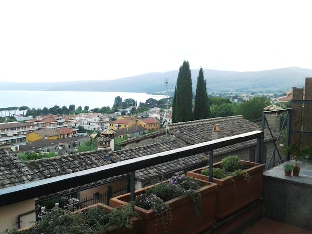 Trevignano: amazing lake view at 180 degrees - Trevignano Romano - Wohnung