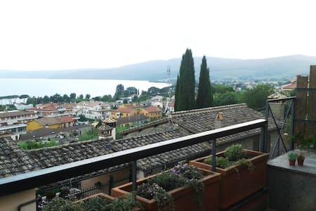 Trevignano: amazing lake view at 180 degrees - Trevignano Romano