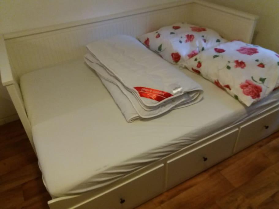 2 persoons bed. Nieuw matras