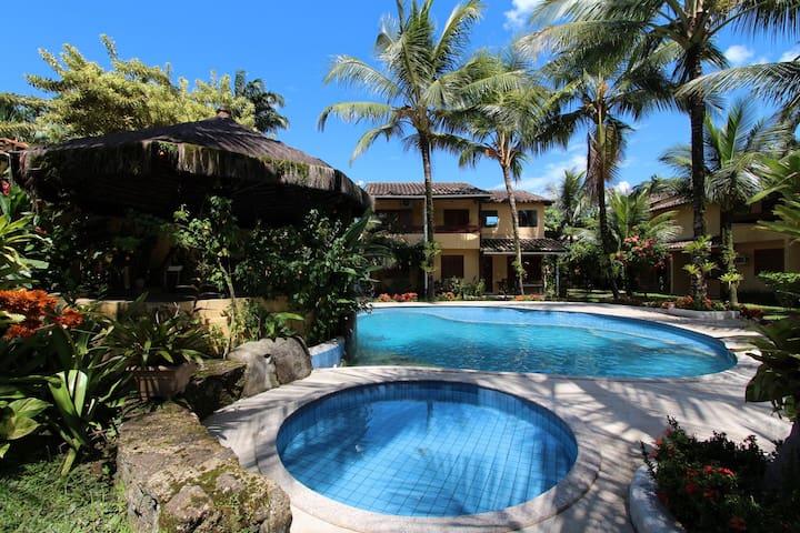 Casa três quartos, ar cond e  piscina (32)