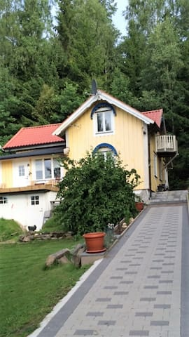 Room 20 min outside from Gothenburg - Ale N - 一軒家