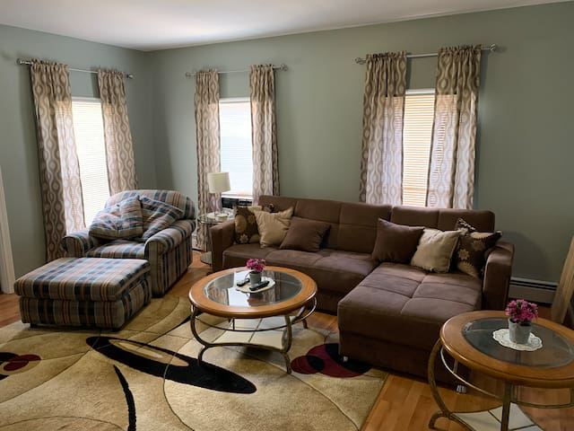 Spacious 2Bedroom Near MGM Springfield & Six Flags