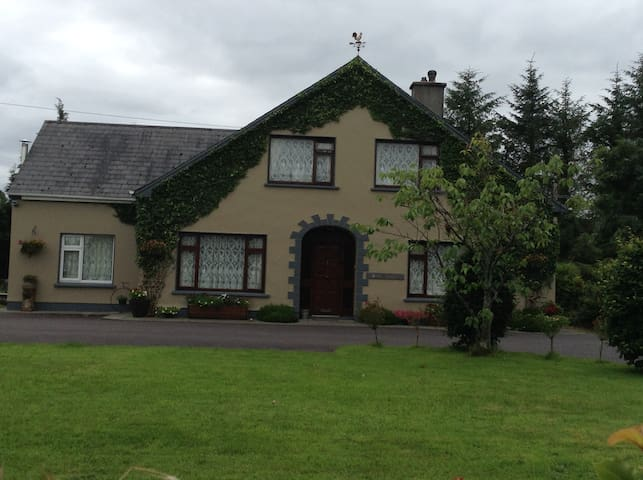 Cahirlodge   Double Bedroom Cosy Apt - Killarney