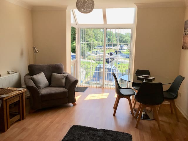 River Courtyard Apartment - St Neots