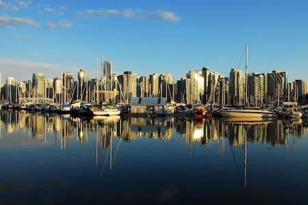 BEACH + PARKSIDE 3 LEVEL TOWNHOUSE! - Vancouver
