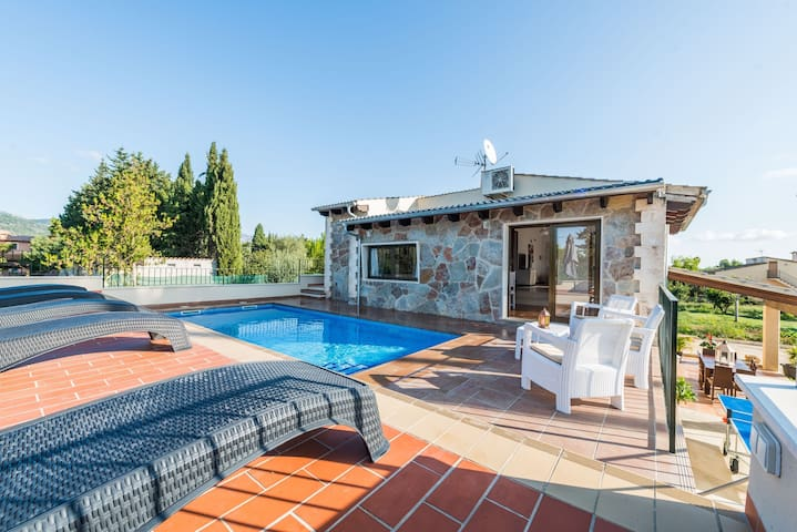 REFUGI DE LES AGUILES - Villa with private pool and wonderful garden on the outskirts of Lloseta