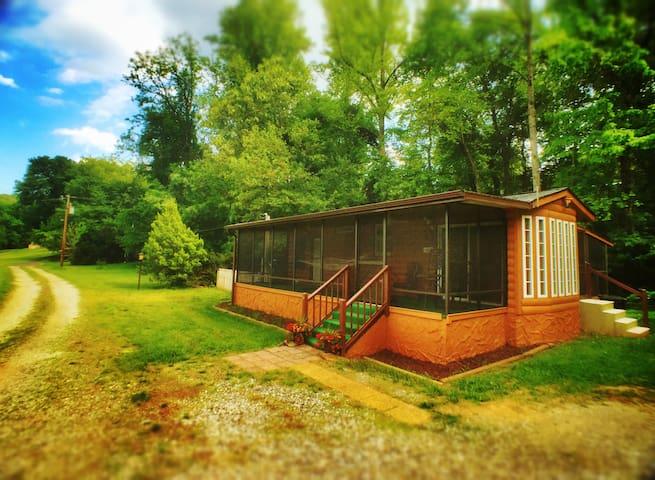 #6 - Honeymoon/Spa Cabin - Asheville River  Cabins