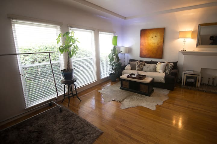 Beverly Hills Flat to share