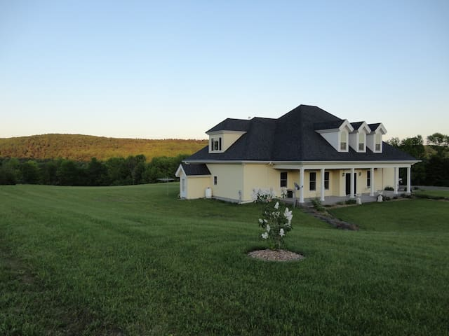 Hop Inn Cooperstown - Group & Family Friendly B&B - Cooperstown - Bed & Breakfast