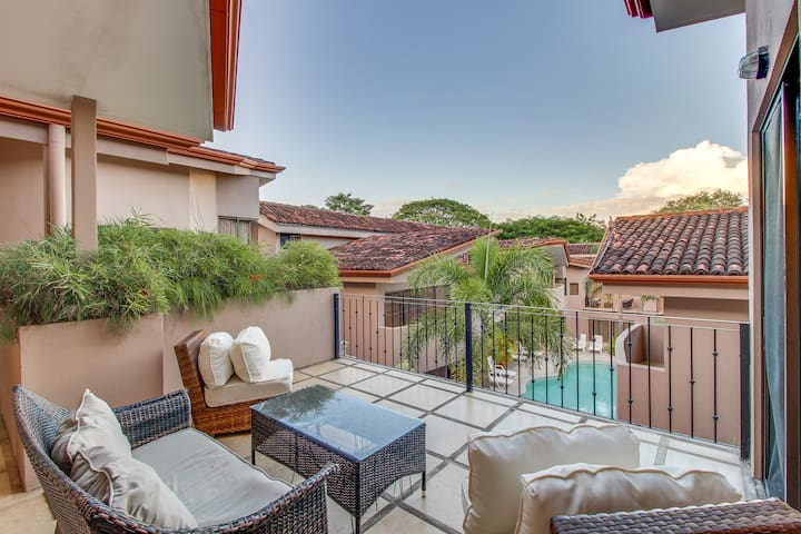 Upscale condo with shared pool & resort amenities, close to beach!