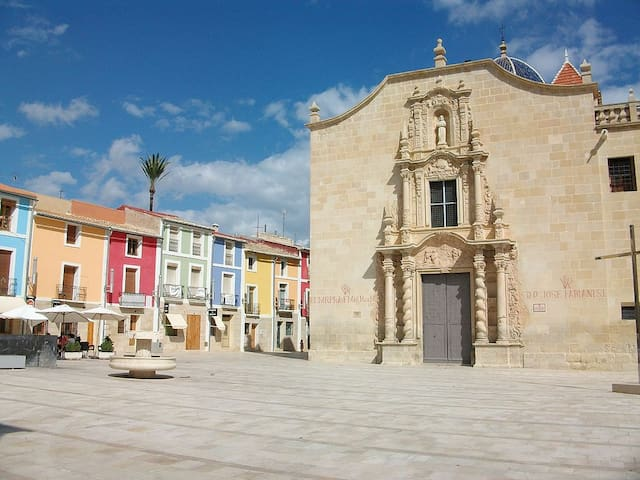 IN FRONT OF THE MONASTERY SANTA FAZ - Alicante - Rumah