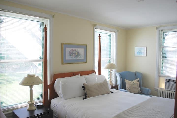 Queen Room 22 at Anne's Washington Inn