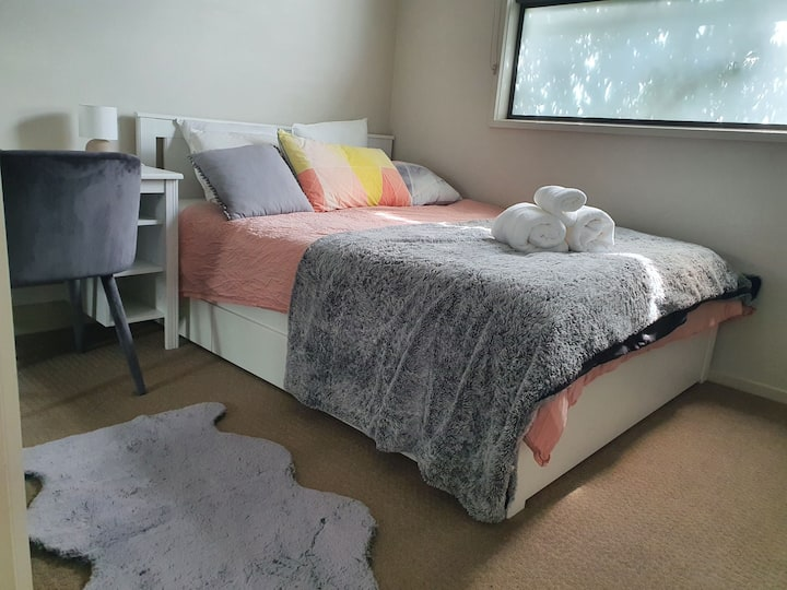 Private room, close to city