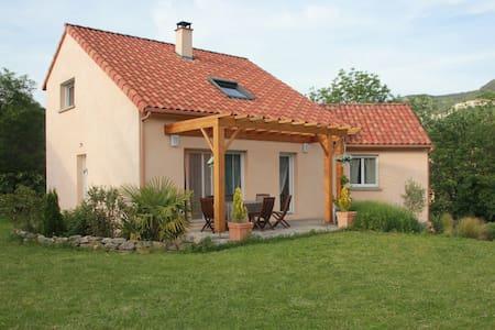 Maison avec grand jardin, dans un quartier calme. - Millau