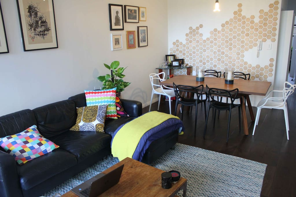 Living Space with dining table, lounge & netflix