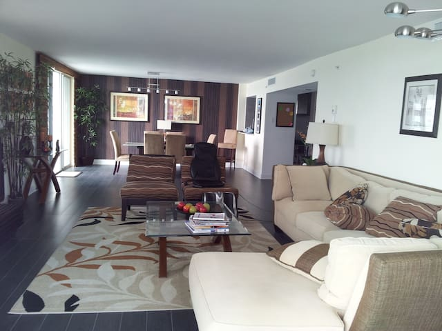 NEWLY FURNISHED AMAZING VIEW - Miami Beach - Appartement
