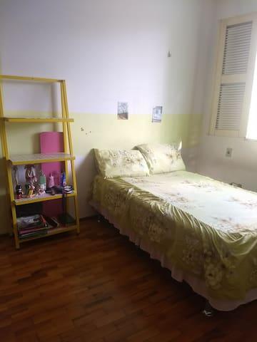Casa família c/ 3 quartos livres. Compor 3 pessoas