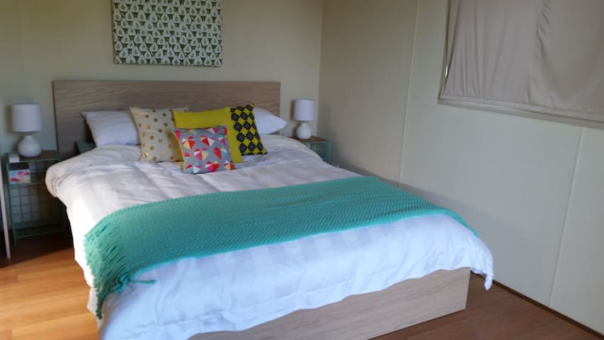 Queen size bed,  split system air-con & heating, TV, Super fast NBN WiFi Internet