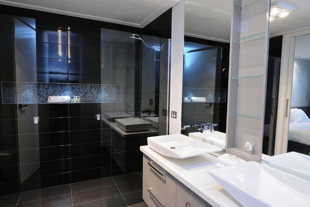 Luxurious showering!!