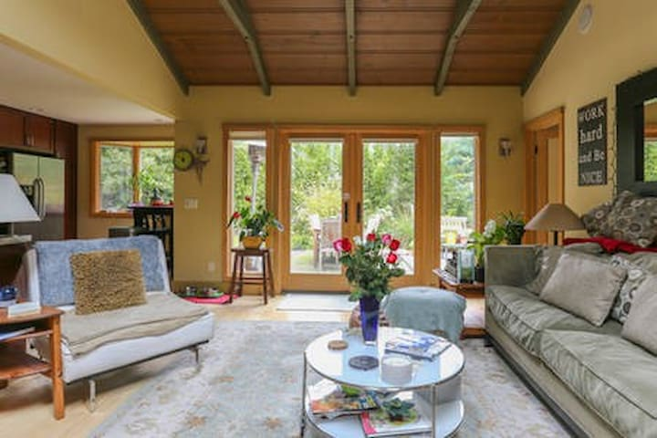 Sunny Zen Remodeled Home - Mill Valley