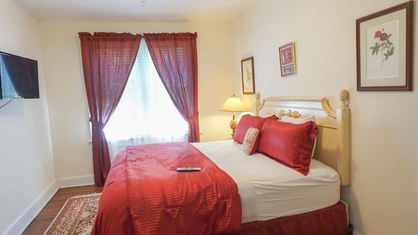 Putnam Lodge - #23+25 The Red Scarlet Room Suite