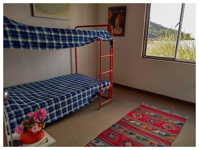 Cuarto 3 - Camarote 3 personas - Bedroom 2 - 2 bunkbeds