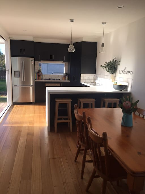 Brand New Kitchen with breakfast bar & dining table