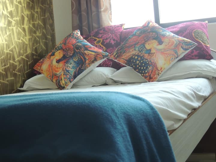 Alex Guest House Ganeshpuri Single A/C Room.