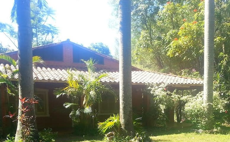 Quinta Don Edulfo - Areguá - Bed & Breakfast