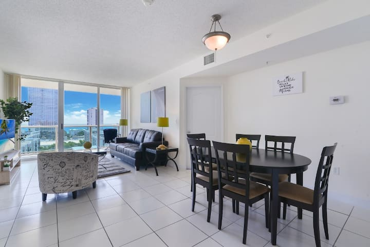 Charming 1BD Condo w balcony/ Partial Ocean View