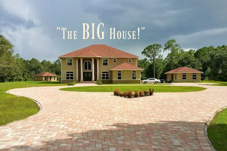 The BIG House! (With EVERYTHING!) - North Fort Myers - Huis