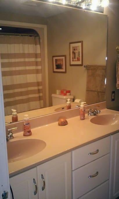 Double sink bathroom with a tub/shower combo.
