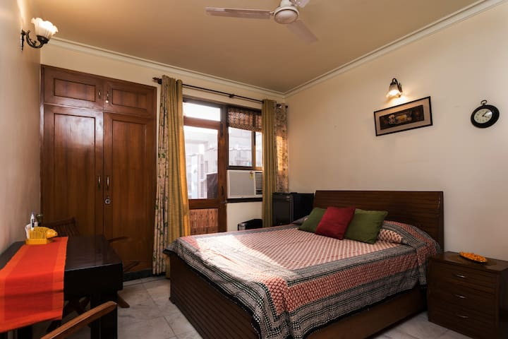 Cozy and close to International Airport - New Delhi - Leilighet