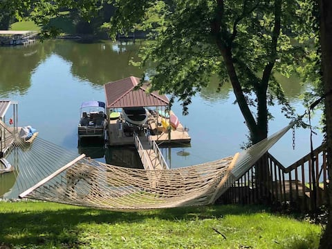 Dock on Lake! Walk to Downtown Shops/Rest/Movies!