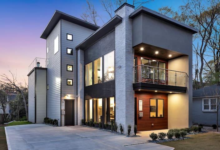 New Modern Home in Midtown with Rooftop Deck