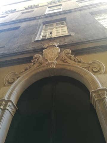 17th century historical residence, heart of Genoa