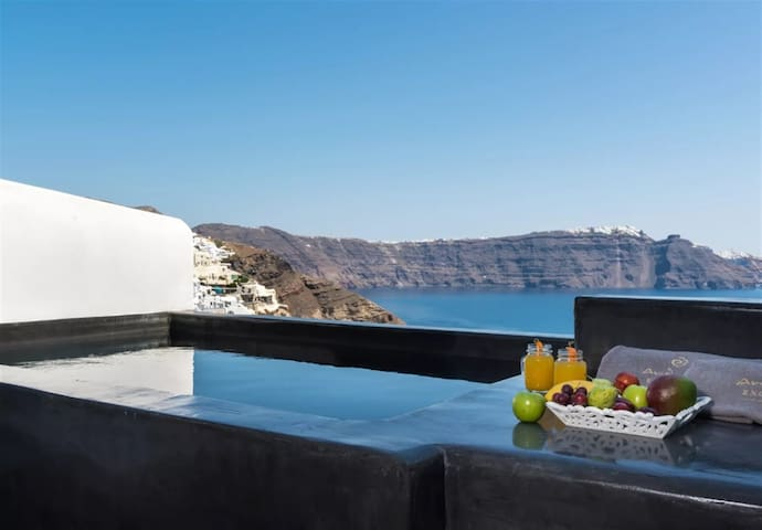 Superior Suite with Infinity Pool