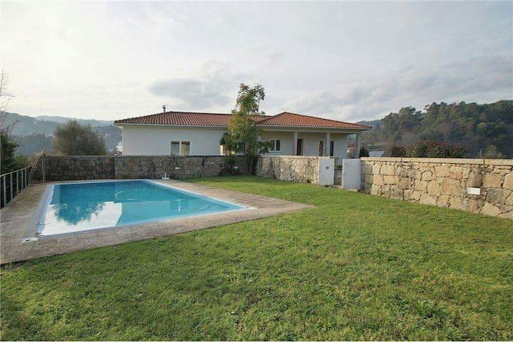 Casa com piscina no campo - Celorico de Basto - Maison