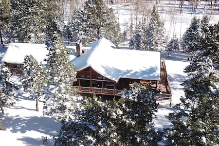 Elk Meadows Lodge in Forbes Park, winter paradise