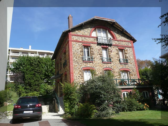 Beautiful house minutes from Paris