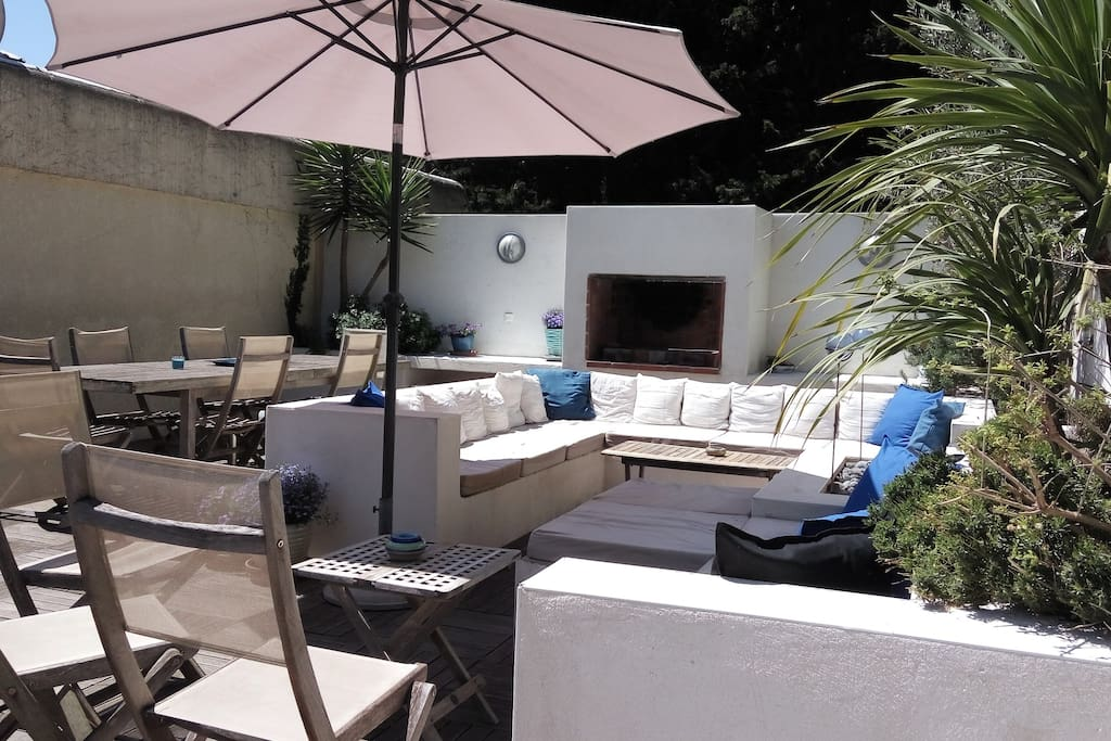 Proche plage villa contemporaine avec piscine maisons for Camping la grande motte avec piscine